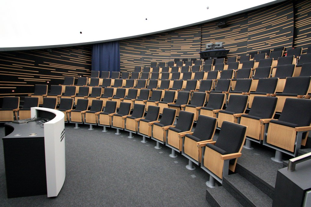 Interior view of the HdA building: the Klaus Tschira Auditorium, the HdA's central lecture hall, seats an audience of 100 and features a digital planetarium system.