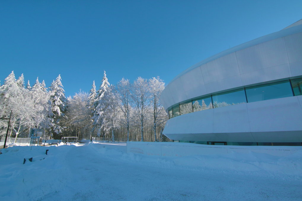 A composition in white: exterior view from the West in December 2012. Image: HdA/M. Pössel