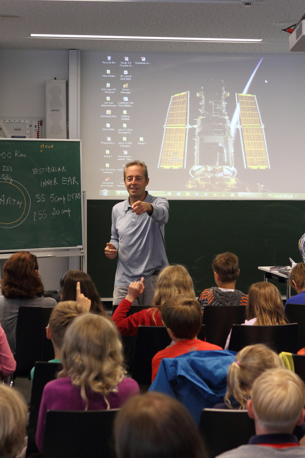 Event for elementary school children in one of the workshop rooms of Haus der Astronomie: ESA astronaut Jean-François Clervoy answers questions about his service mission to the Hubble Space Telescope. The event was part of HdA's