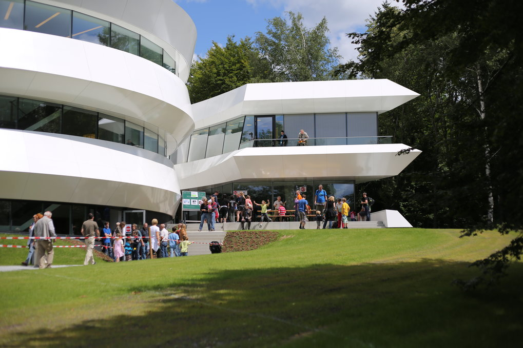 Open Days of the astronomical institutes on Königstuhl mountain on July 22, 2012: A crowd of more than 4000 visited the Haus der Astronomie, the Max Planck Institute for Astronomy and Landessternwarte on this day.