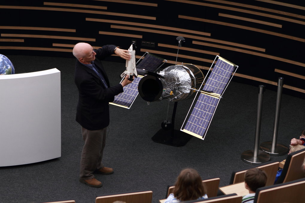 Event for elementary school children in the Klaus Tschira Auditorium of Haus der Astronomie (our central lecture hall seating 100, and featuring a digital planetarium system): ESA astronaut Dr. Claude Nicollier demonstrates selected aspects of one of his space missions, using a Lego Space Shuttle. The event was part of HdA's